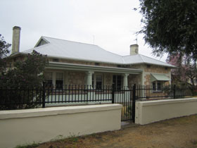 Naracoorte Cottages - MacDonnell House - Mount Gambier Accommodation