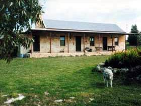 Mt Dutton Bay Woolshed Heritage Cottage - Mount Gambier Accommodation