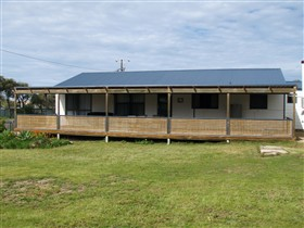 Surfin Sceales Beach House - Mount Gambier Accommodation