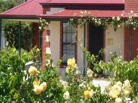 Wine And Roses Bed And Breakfast - Mount Gambier Accommodation