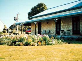 Robe House - Mount Gambier Accommodation