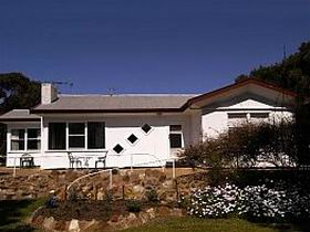 The Pines Holiday Home - Mount Gambier Accommodation