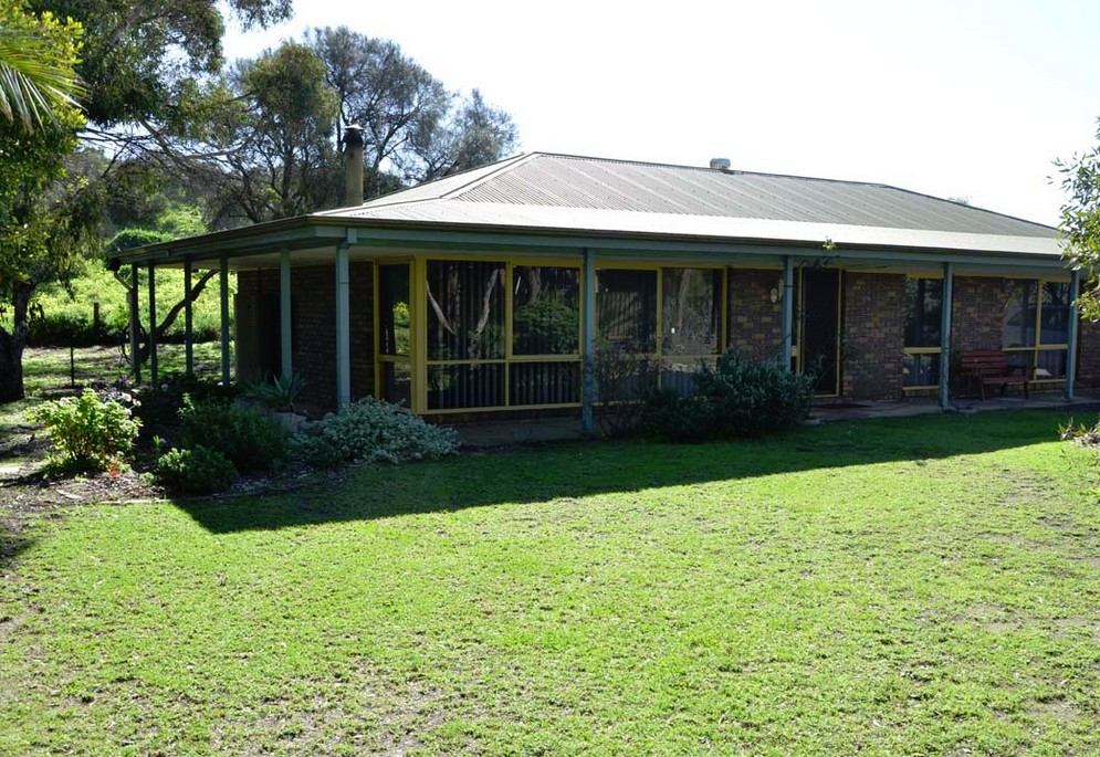 The Beach House - Normanville - Mount Gambier Accommodation