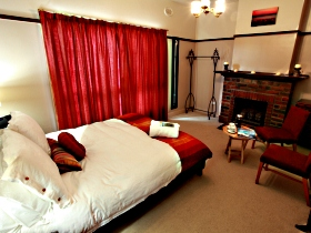 Old Cable Station Colonial Retreat - Mount Gambier Accommodation