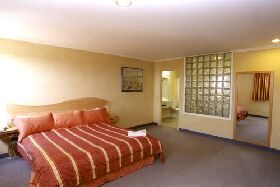 Lighthouse Hotel - Mount Gambier Accommodation