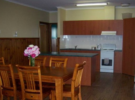 Riverland Holiday Cottage - Mount Gambier Accommodation