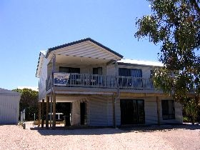 Acacia Beach House - Mount Gambier Accommodation
