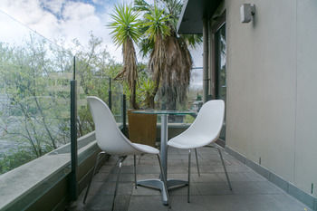 Comfy Kew Apartments - Mount Gambier Accommodation