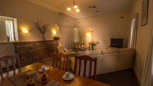 Benson House and Benson Lodge - Mount Gambier Accommodation