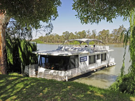 Boats and Bedzzz - The Murray Dream self-contained moored Houseboat - Mount Gambier Accommodation