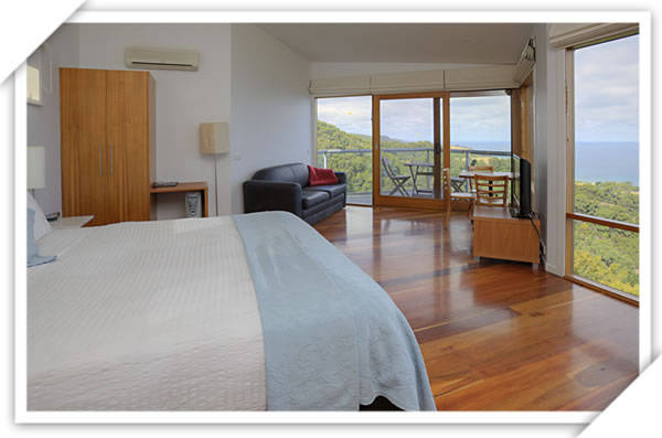 Chris's Beacon Point Restaurant  Villas - Mount Gambier Accommodation