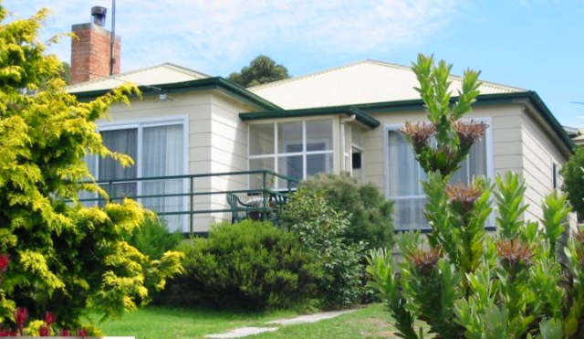 Lady Barron Holiday Home - Mount Gambier Accommodation