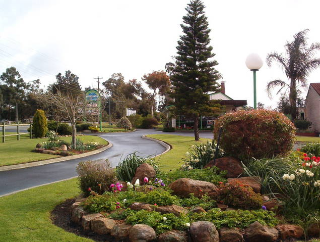 Mount Barker Valley Views Motel and Chalets - Mount Gambier Accommodation