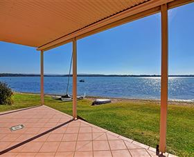 Luxury Waterfront House - Mount Gambier Accommodation