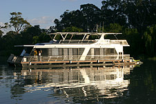 Whitewater Houseboat - Mount Gambier Accommodation