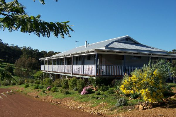 Blue House Bed and Breakfast - Mount Gambier Accommodation