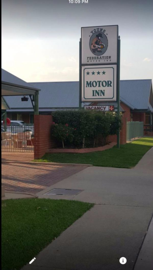 Federation Motor Inn Young - Mount Gambier Accommodation