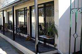 Courtside Cottage Bed and Breakfast - Mount Gambier Accommodation