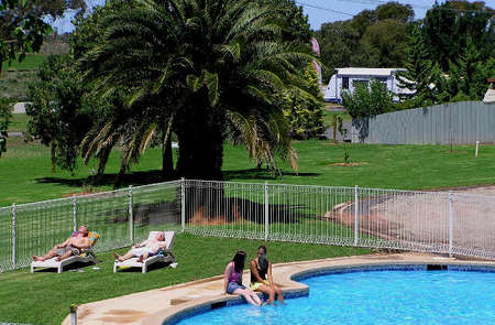 Swan Hill Holiday Park - Mount Gambier Accommodation