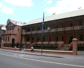 Parliament House - Mount Gambier Accommodation