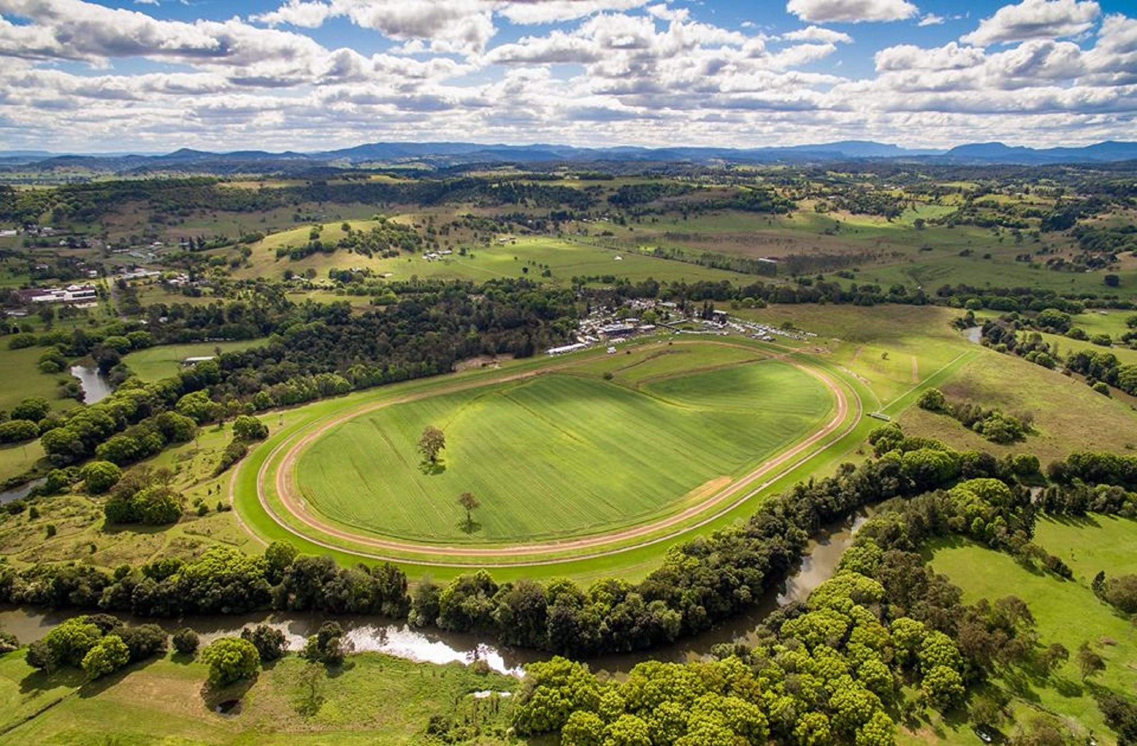 The OBrien Electrical and Plumbing Lismore Cup - Mount Gambier Accommodation