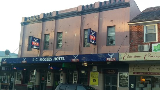 R. G. McGees Hotel - Mount Gambier Accommodation