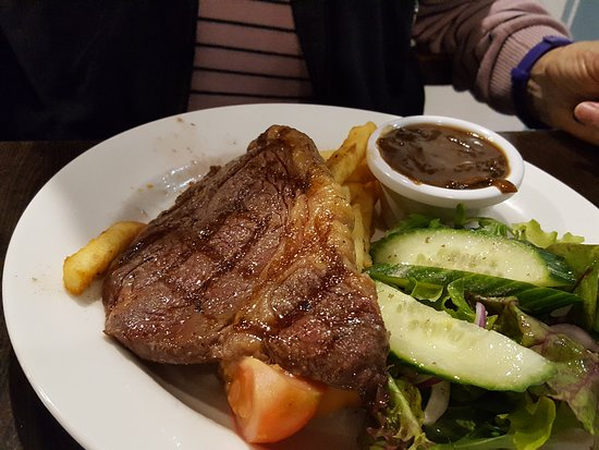 The Queens Arms Restaurant - Mount Gambier Accommodation