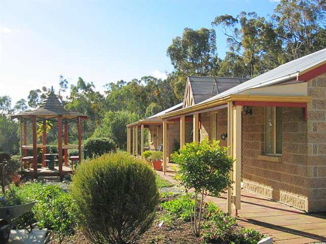 Riesling Trail  Clare Valley Cottages - Mount Gambier Accommodation