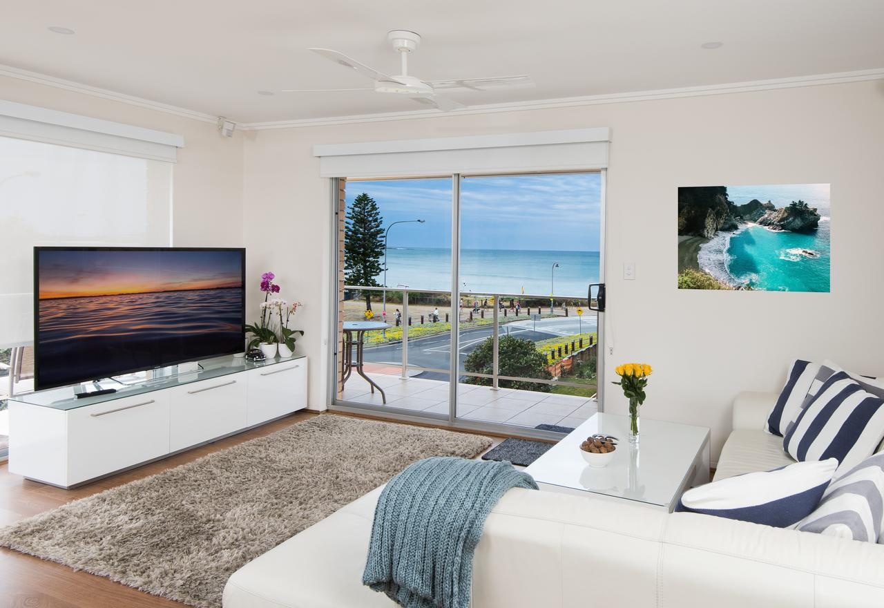 Stylish 3 Bedroom Beachview Apartment - Mount Gambier Accommodation