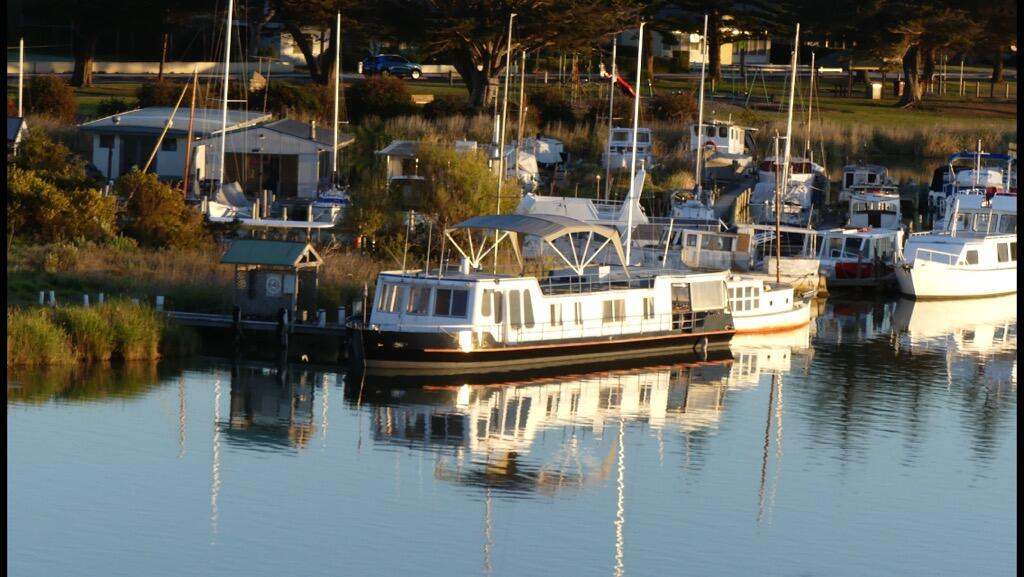 Swamp Fox luxury 2BR Dutch Barge - Mount Gambier Accommodation