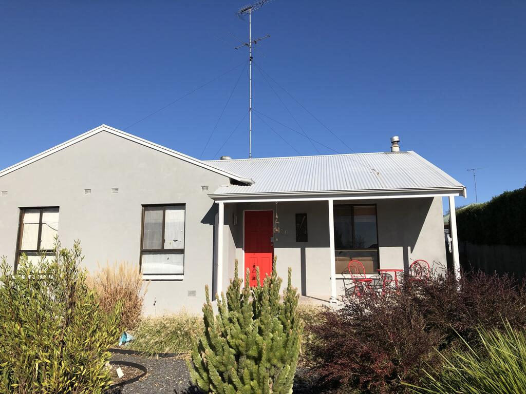 The Red Door - Mount Gambier Accommodation