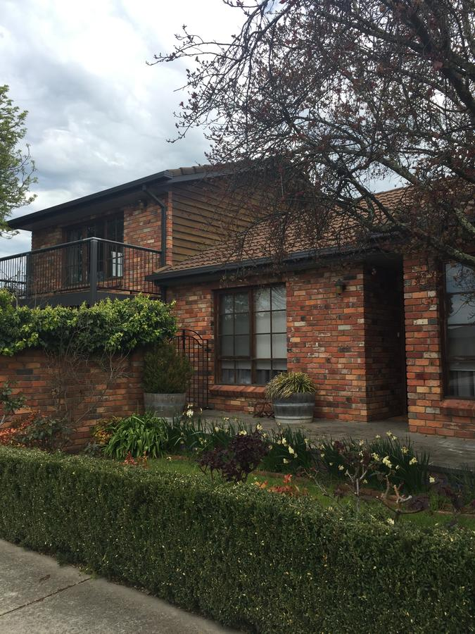 Bricks and Roses - Mount Gambier Accommodation