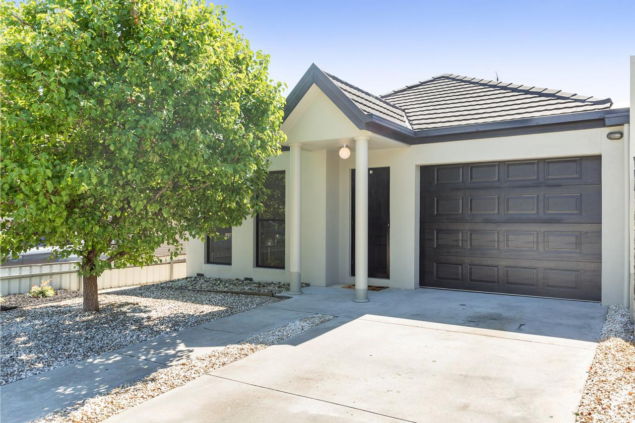 Black Lotus Townhouse - Mount Gambier Accommodation