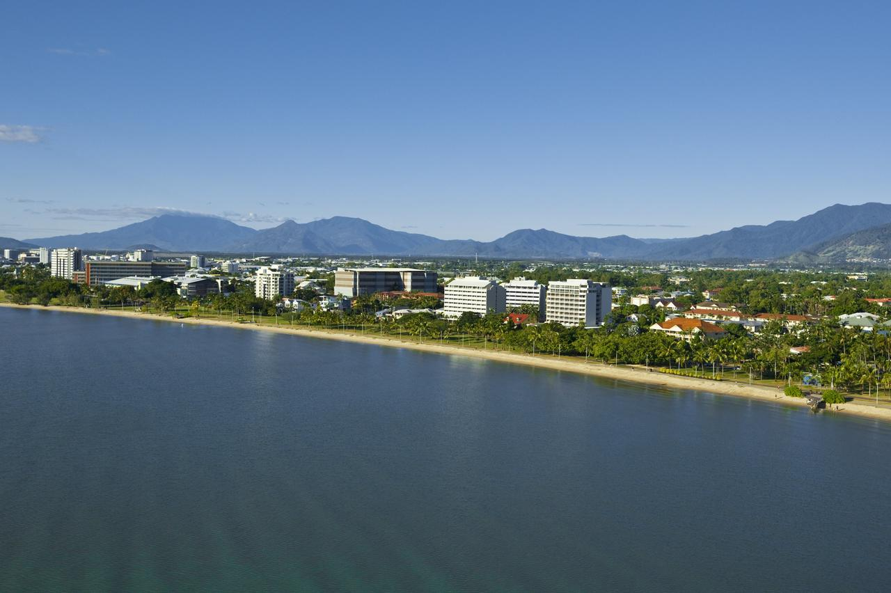 Holiday Inn Cairns Harbourside - Mount Gambier Accommodation